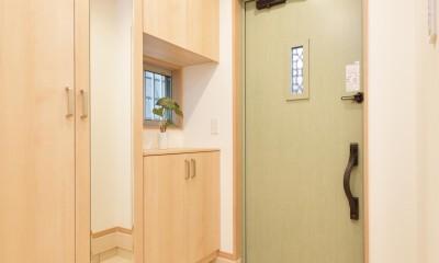 当社自慢の腕利き大工さんによる手作り階段&全面リフォーム (玄関)