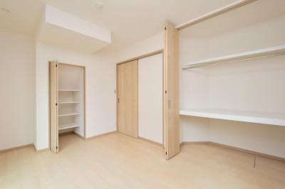 洋室 (当社自慢の腕利き大工さんによる手作り階段&全面リフォーム)
