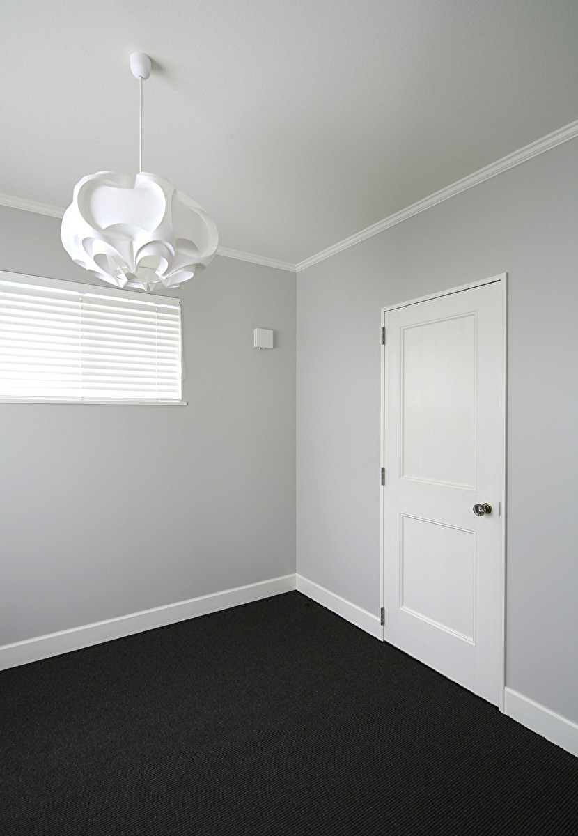 M邸 (サイザル床の色が部屋を引きしめる)