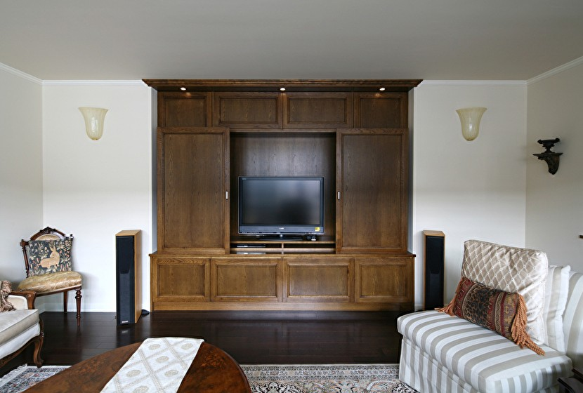 Y邸 (テレビを隠せる収納ボード)