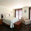 Y邸の写真 カントリー調のベッドルーム