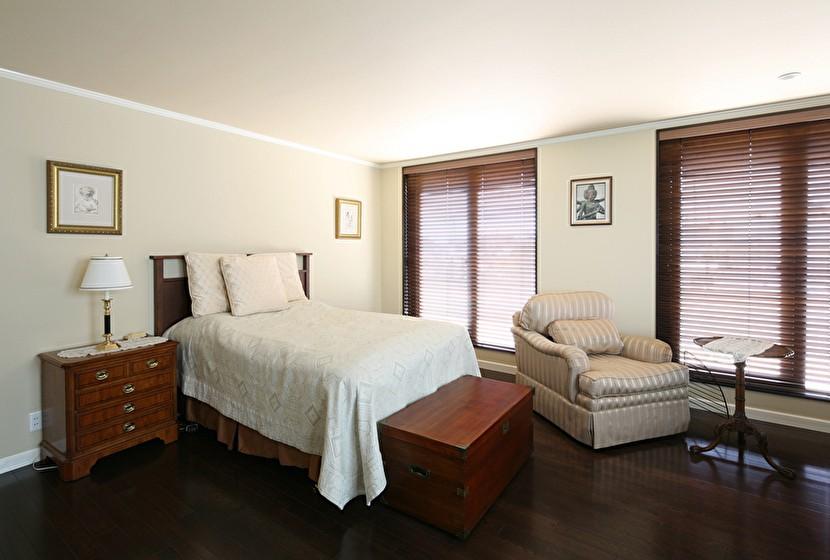 Y邸 (カントリー調のベッドルーム)