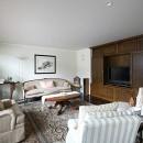 Y邸の写真 アンティークな家具と合う造作家具