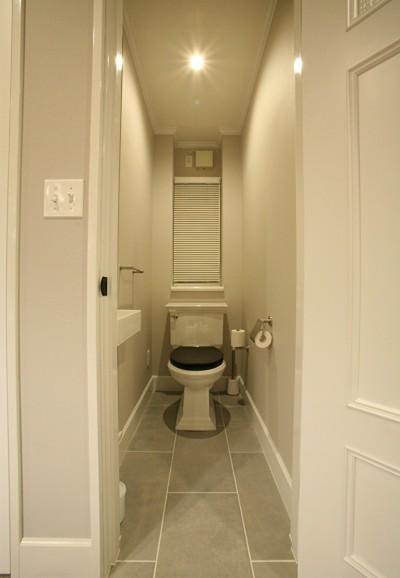 シンプルでシックなトイレ (O邸)