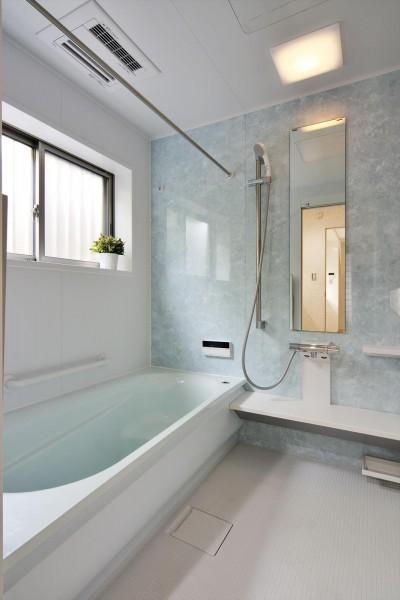浴室 (納屋を快適な住まいへ~ハートのタイルや素材にこだわりのある家~)