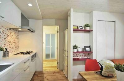 納屋を快適な住まいへ~ハートのタイルや素材にこだわりのある家~ (ダイニングキッチン)