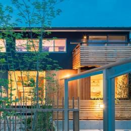 椿山の家 -つながりのある家- (夕景外観)