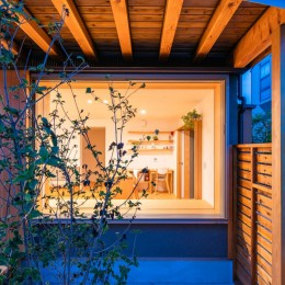 椿山の家 -つながりのある家- (夕景 外観)