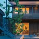 土間から四季を、呼吸する家の写真 外観 夕景