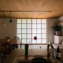 土間から四季を、呼吸する家の写真 リビングダイニング