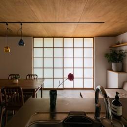 土間から四季を、呼吸する家 (リビングダイニング)