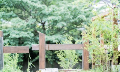 土間から四季を、呼吸する家 -土間の暮らしと小屋のある家- (庭 借景)