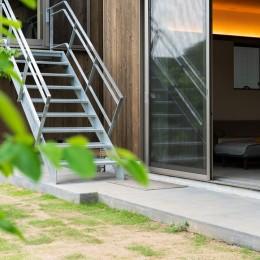 土間から四季を、呼吸する家 (リビングから小屋へ)