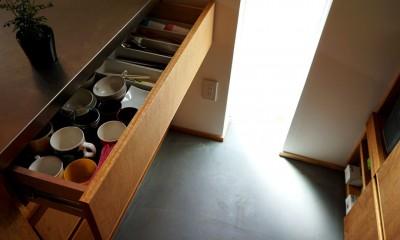土間から四季を、呼吸する家 -土間の暮らしと小屋のある家- (キッチン引出)