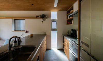 土間から四季を、呼吸する家 -土間の暮らしと小屋のある家- (土間 キッチン)