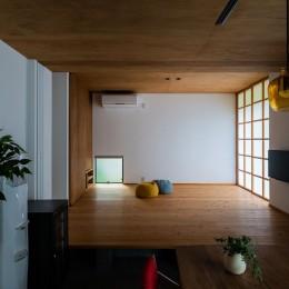 土間から四季を、呼吸する家 -土間の暮らしと小屋のある家- (リビング)