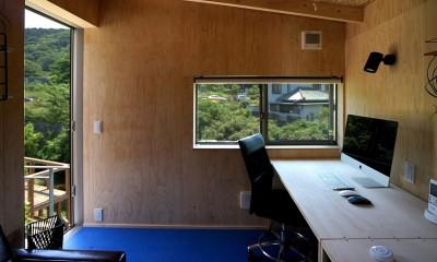 土間から四季を、呼吸する家 -土間の暮らしと小屋のある家- (小屋 仕事スペース)