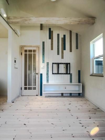 2階LDKだからこそ!明るく開放的な空間の家 (リビング)