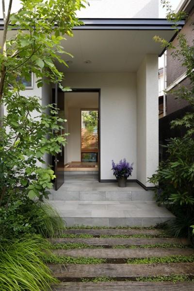 玄関 (緑に囲まれて暮らす家)