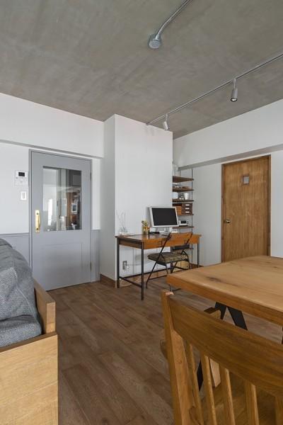 書斎スペース (無機質ながらも温かいシンプルヴィンテージ空間)