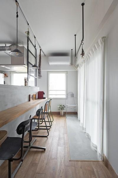 キッチン (無機質ながらも温かいシンプルヴィンテージ空間)
