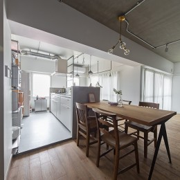 無機質ながらも温かいシンプルヴィンテージ空間 (キッチン)