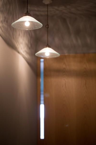 照明 (round and round~レイアウト、素材、色彩、照明。それぞれの組み合わせを吟味し、住まい手の想いを凝縮した唯一無二の住まい~)