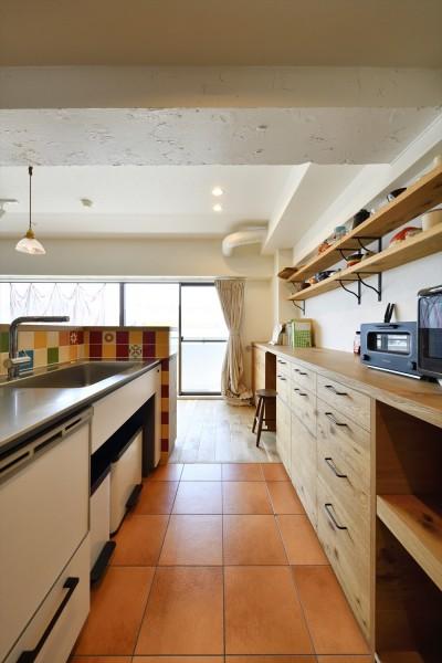 キッチン (I邸_くつろぎのSPORTS BAR)