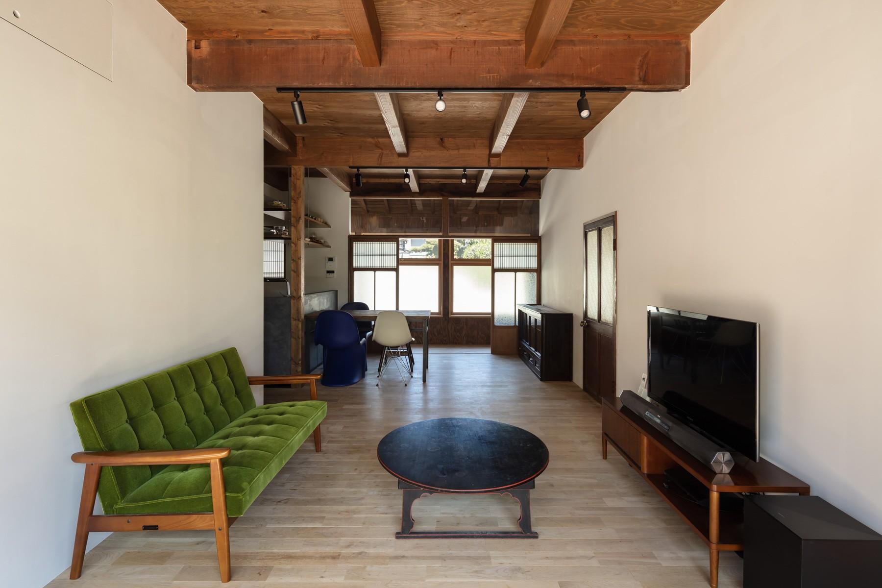 リビングダイニング事例:透き間の家|入れ子状の町屋のリノベーション(透き間の家|土間と縁側で包む町屋リノベーション【奈良市】)