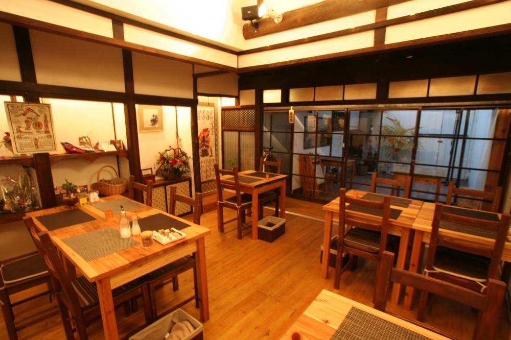 【茨木市 店舗】築80年の古民家を居心地良いカフェにリノベーション (店内 客席)