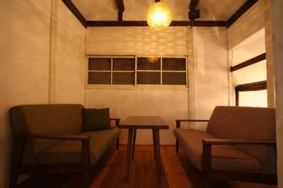 カフェ 2階席 (【茨木市 店舗】築80年の古民家を居心地良いカフェにリノベーション)
