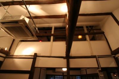 カフェ 吹き抜け天井 (【茨木市 店舗】築80年の古民家を居心地良いカフェにリノベーション)