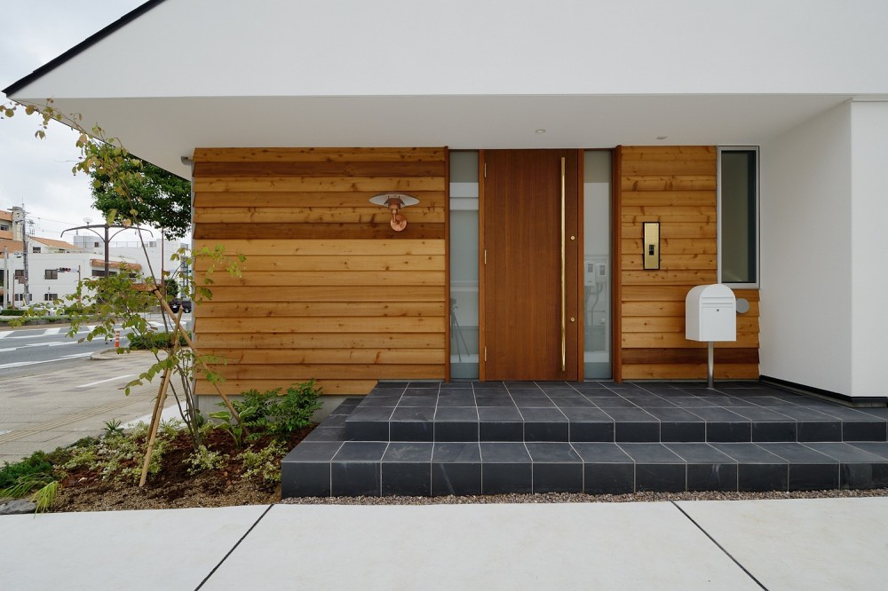 豊橋 八町通りの家 (玄関アプローチ)