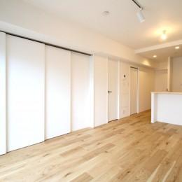 白×グレーで清潔感ある空間へ (LDK)