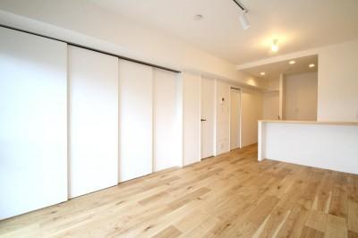 LDK (白×グレーで清潔感ある空間へ)