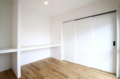 寝室兼WIC (白×グレーで清潔感ある空間へ)