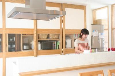 【箕面市】自然をふんだん取り込んだ注文住宅 (キッチン)