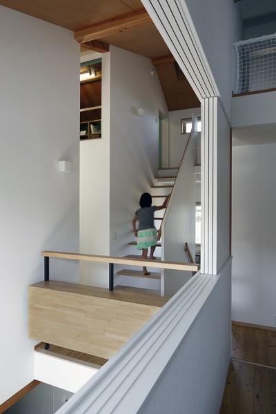 階段 (小さな吹抜けとペレットストーブの家)
