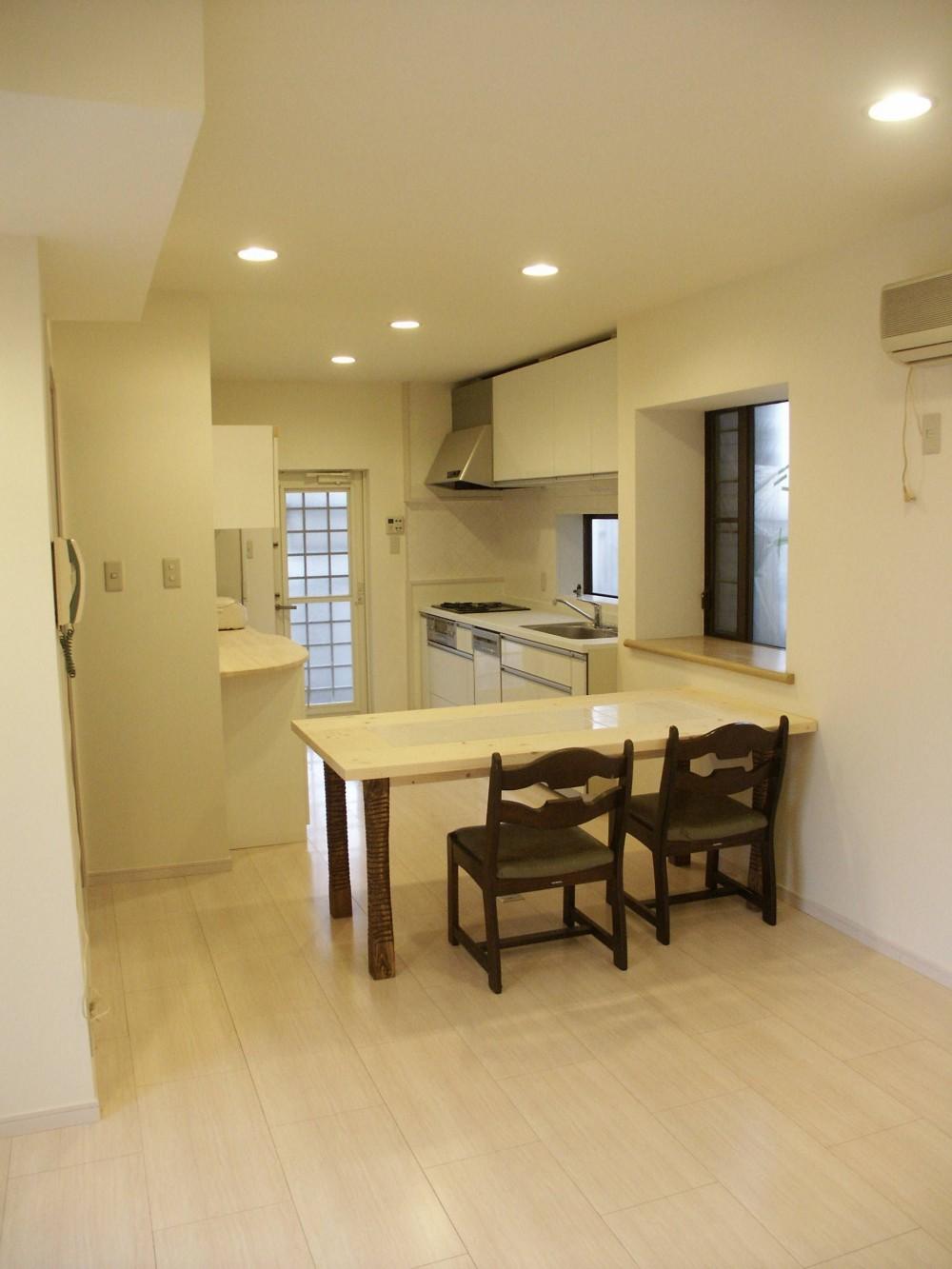 【吹田市】使い込んだ空間をリノベーションで快適空間に (キッチン&リビング)