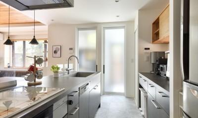 キッチン|Y邸_家事動線は働く主婦の強い味方