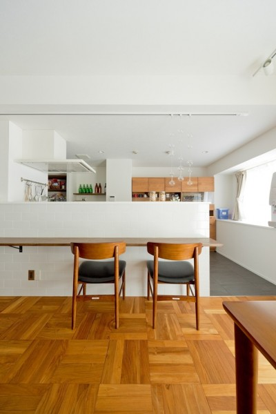 カリモク60の家具映えるパーケット床 (ダイニング)