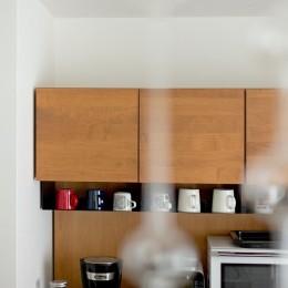 カリモク60の家具映えるパーケット床 (キッチン)