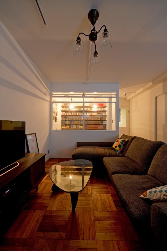 カリモク60の家具映えるパーケット床 (リビング)