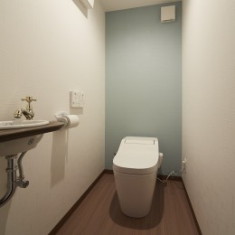 アイリッシュバーを再現したおしゃれなゲストルーム (トイレ)