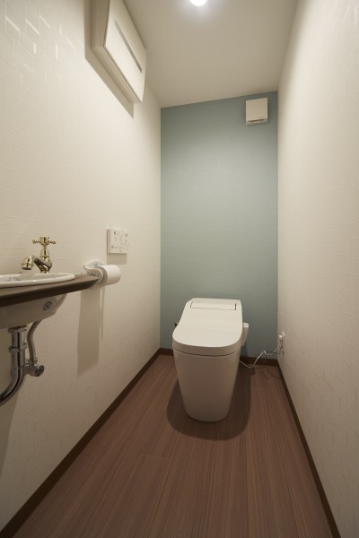 トイレ (アイリッシュバーを再現したおしゃれなゲストルーム)