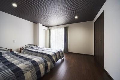 寝室 (アイリッシュバーを再現したおしゃれなゲストルーム)