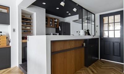 キッチン|ディテールが際立つクリーンなアメリカンリノベ