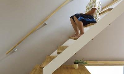 パッシブ冷暖xゼロエネルギーハウス (階段スペース)