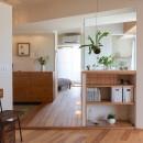 文京区Iさんの家の写真 ダイニングから玄関、寝室、浴室を望む