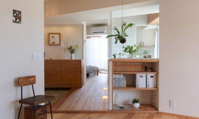 文京区Iさんの家 (ダイニングから玄関、寝室、浴室を望む)